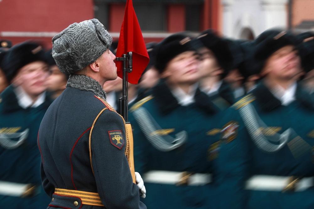 Мавзолей Ленина закрыт из-за марша