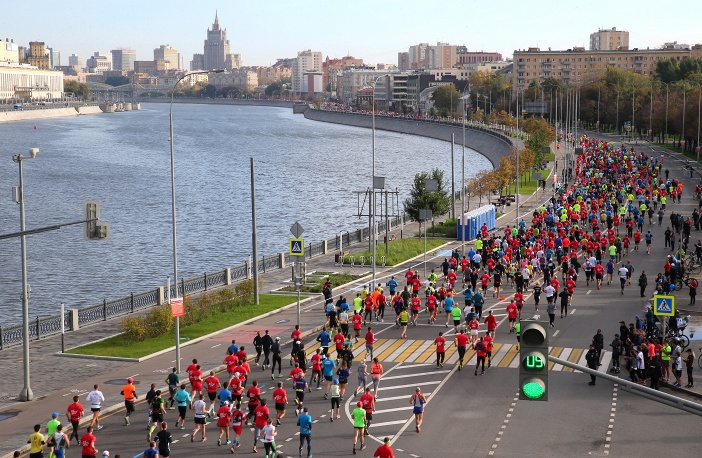 Втрадиционном Московском марафоне приняли участие почти тридцать тыс. человек