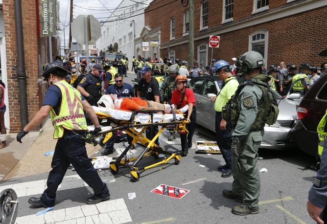 Наезд надемонстрантов вШарлотсвилле: что происходит наместе трагедии