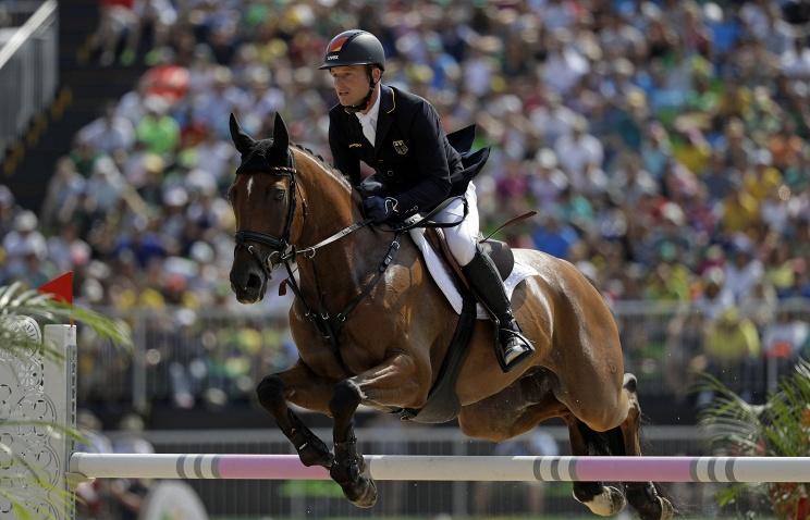 Германский наездник Юнг одержал победу золото Олимпиады-2016 втроеборье