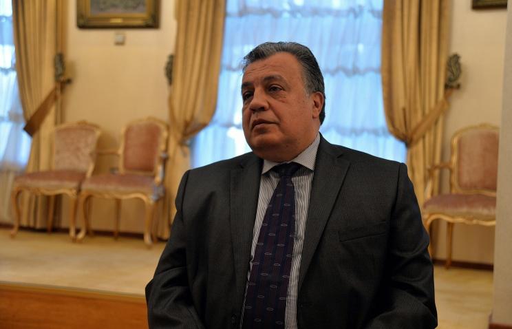 ВпосольствеРФ вАнкаре приспущен Государственный флаг Российской Федерации