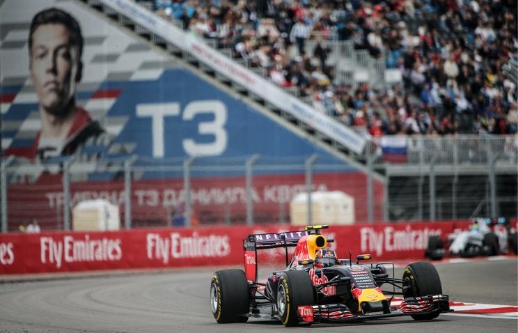 Гонщик Даниил Квят на трассе'Сочи Автодрома во время Гран-при России 2015 год