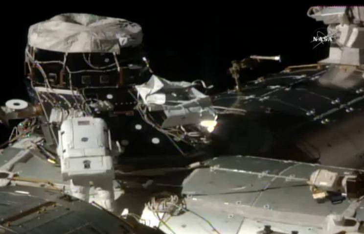 Астронавты Кимброу иУитсон завершили работу воткрытом космосе
