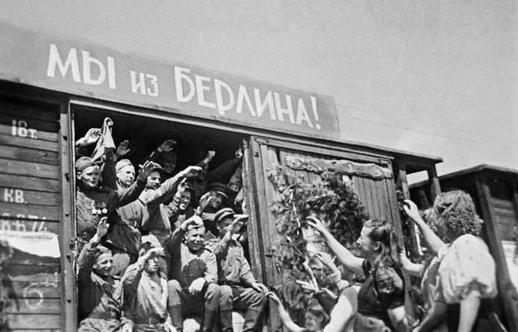 Парад наКрасной площади вчесть 72-й годовщины Победы