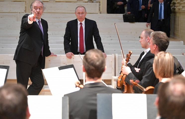 Путин посетил новый концертный зал впоселке Репино