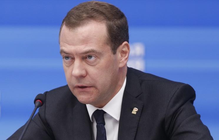 ВНовгороде скверные дороги— Медведев