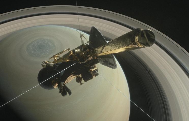 СМИ опубликовали прощальные фотографии «Кассини», которые зонд сообщил  наЗемлю перед падением