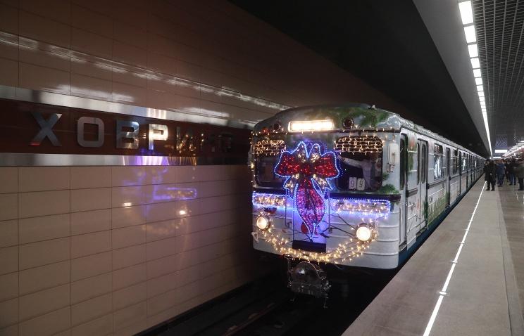 Третий новогодний тематический поезд запустили наЗамоскворецкой линии Московского метрополитена