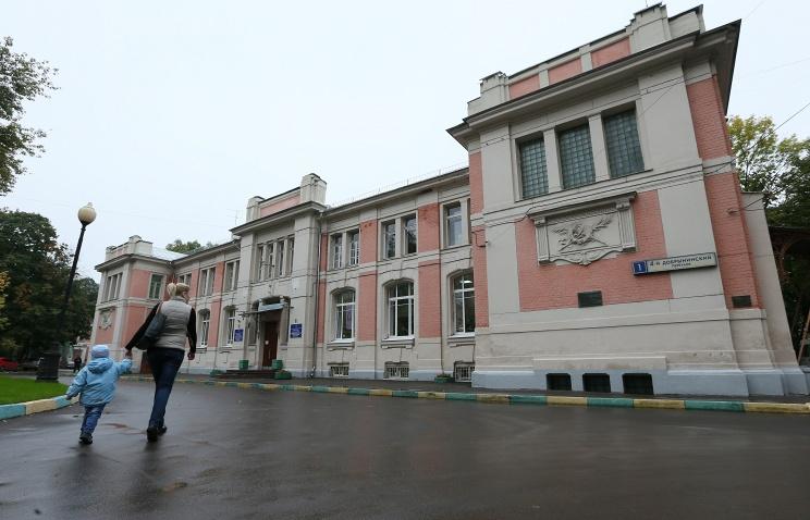 Владимир Путин вДень защиты детей навестил маленьких пациентов московской Морозовской клиники