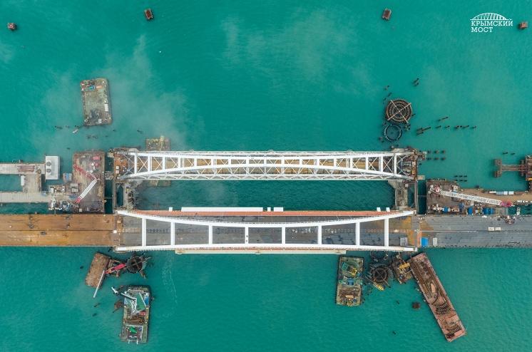 Фарватерный участок строительства Крымского моста, март 2018 года